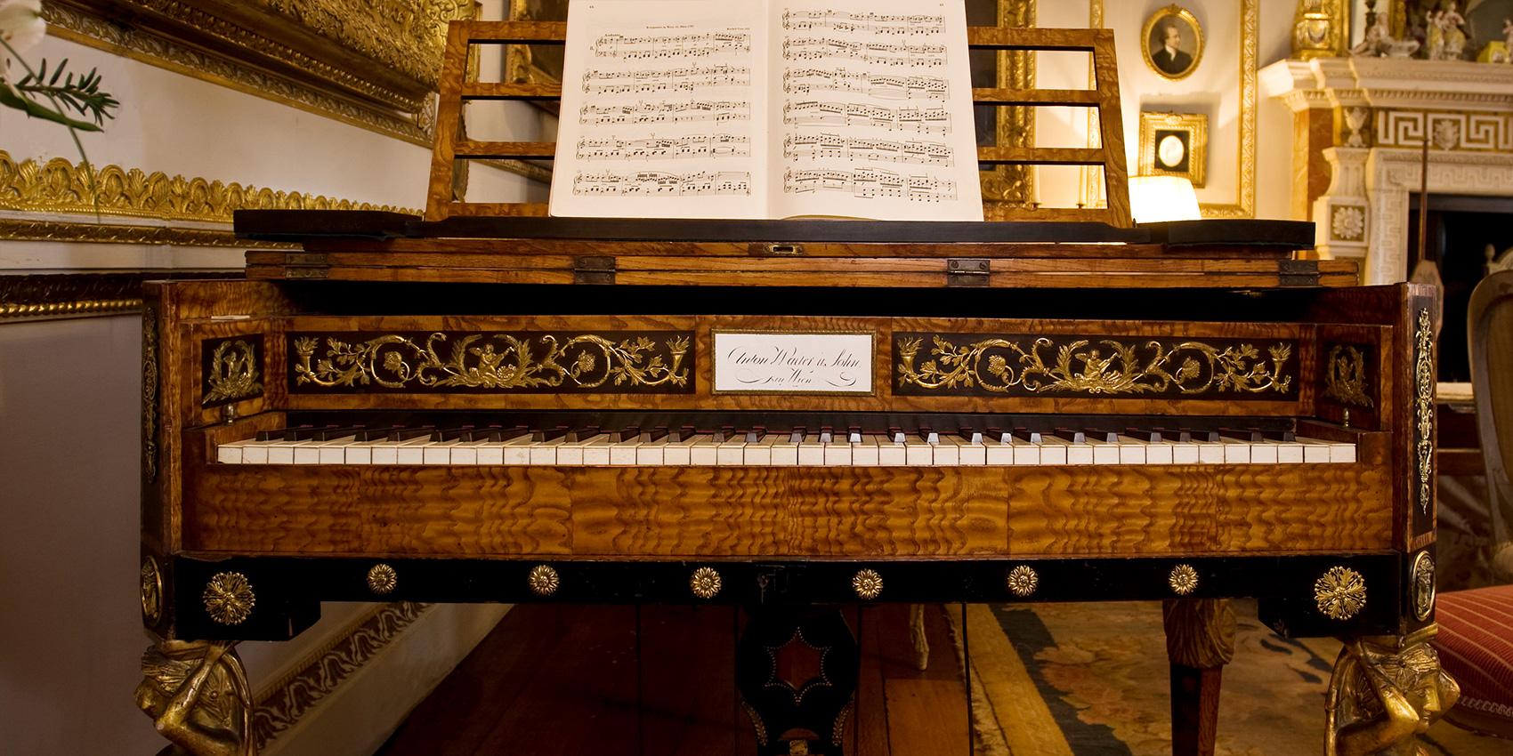 22 Walter piano, keyboard